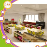 Стол и стул шкафа мебели школы для малых малышей