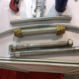 Mangueira ondulada mecânica da água do metal que faz a máquina