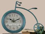 Orologio del piano d'appoggio del metallo di figura della bicicletta della crema dell'oggetto d'antiquariato della decorazione dell'annata