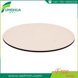 カスタム円形の白いコンパクトの積層物のテーブルの上