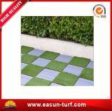 ホーム装飾およびDIYのための人工的な草のタイルをかみ合わせる高品質