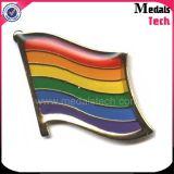 最もよいギフトの蝶ピンが付いている柔らかいエナメルのステッカーの虹のフラグの折りえりピン