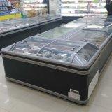 スーパーマーケットの冷凍食品の使用された箱のフリーザー