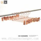 La marca de fábrica Hm1409 de Hh vende al por mayor las perchas de capa del alambre del hierro del metal para los pantalones vaqueros
