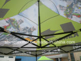 屋外の鋼鉄によってはテントの折るおおいの容易な上りのおおいが現れる