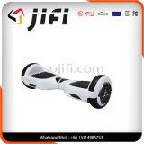 Kurz-Abstand Transport von Selbst den Fahrzeug- mit zwei Rädernelektrischen Roller balancierend