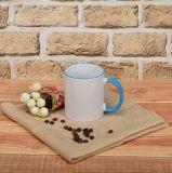 Traitement coloré blanc et tasse en céramique de RIM à vendre