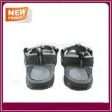 Nuevas sandalias de la playa del verano del pescador