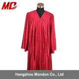 Rouge brillant adulte de robe de graduation de lycée