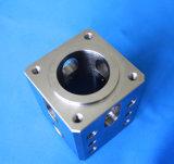 Peça fazendo à máquina da precisão complexa do aço inoxidável para o bloco múltiplo