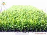 Ajardinando a grama sintética para a jarda dianteira