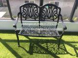 金属の家具の屋外のテラスの記憶装置のCommercial-Grade鋳造アルミの庭のベンチ