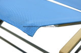 Для использования вне помещений на пляже мебель из текстиля шезлонгами с подлокотником