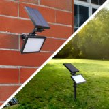 Spotlighting claro da lâmpada solar do gramado