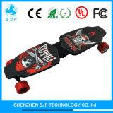 Vier Räder, die elektrisches Longboard Skateboard mit Fernsteuerungs falten