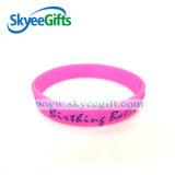 L'alta qualità ha reso personali i braccialetti stampati del silicone per il regalo promozionale