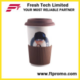 Tasse en céramique avec la bande en caoutchouc de couvercle et de silicones sans traitement