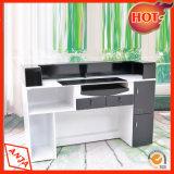 La tienda y el cajero de recepción de la tabla Encimera Desk
