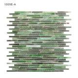 Azulejos de mosaico del vidrio verde de la pared de la cocina pequeños