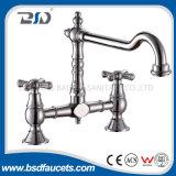 Бронзовый латунный двойной Faucet тазика ванной комнаты смесителя раковины кухни рукоятки