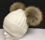 ポンポンまたは冬の帽子が付いているPOM POM/Knittedの帽子が付いている帽子の帽子