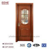 緩和されたガラスが付いている入口の木製のドア