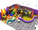 Área de recreação para crianças playground coberto com tubo deslize
