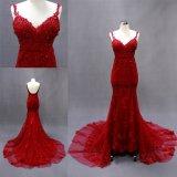 Correas de espagueti atractivas que rebordean el vestido de noche largo de la sirena roja del cordón