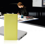 Couleur série 8000mAh puissance mobile téléphone cellulaire de la Banque d'alimentation universelle
