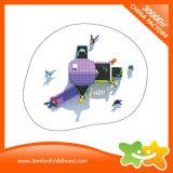 Wenig im Freienspielplatz-Geräten-Kind-Spielwaren-Plättchen mit Tic Tac der Zehe