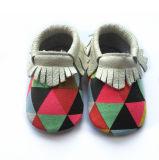 Девушки ботинок младенца Tassel Moccasins младенца цвета конфеты верхнего качества новые красивейшие мягкие единственные младенческие