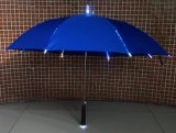Guarda-chuvas leves instantâneos retos que anunciam o guarda-chuva com luz
