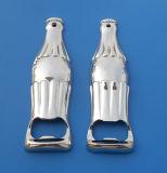 Abrelatas de botella grabado insignia del metal del tono de la plata de la dimensión de una variable del micrófono