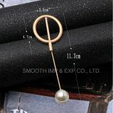 方法金属の宝石類の真珠のブローチは装飾のショールピンに着せる