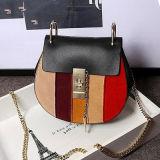 Il contrasto del sacchetto di spalla delle signore delle borse del progettista colora la pelle bovina Emg4697 di cuoio