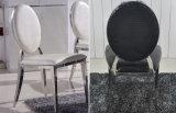 Cadeiras brancas modernas da parte traseira redonda da sala de jantar com coxim de couro