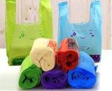 Buntes Shirt-Plastiktasche verwendet für Supermarkt Shoppong