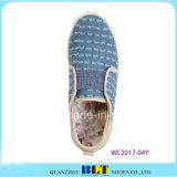 Новые ботинки отдыха холстины конструкции с западом напечатали