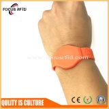 Bracelet en caoutchouc d'IDENTIFICATION RF de cadeau de promotion avec la couleur et la taille différentes
