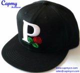 Изготовление шлема крышки Snapback вышивки цветка