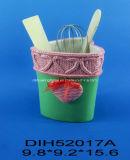 Supporto di ceramica dipinto a mano dell'utensile con la decorazione del cuore