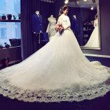 с мантии венчания полных втулок плеча Bridal с картиной шнурка