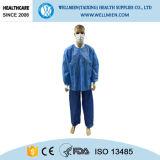 Cappotto medico non tessuto a gettare del laboratorio dell'ospite