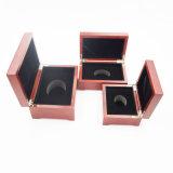 Caja de madera grabada láser barnizada de calidad superior para la joyería (J99-M)