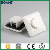 Le régulateur d'éclairage de DEL avec tournent le bouton