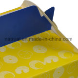 Geschenk-Fertigkeit und kleiner Kuchen Kraftpapier, das Schnellimbiss-Papierkasten verpackt