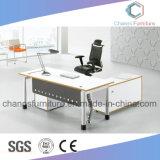 Escritorio moderno del ordenador del vector del encargado de los muebles de oficinas