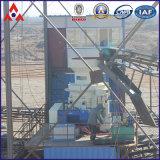 Steinbruch, der Gerät für Bergbau zerquetscht
