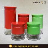 빨강과 녹색 유리 향미료 단지는 5개를 놓았다