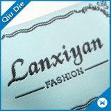 Contrassegno tessuto marca piegante dell'estremità su ordinazione della fabbrica della Cina per l'indumento \ i vestiti